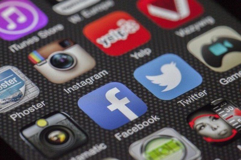Jak kierować ruch z social media do serwisów firmowych?