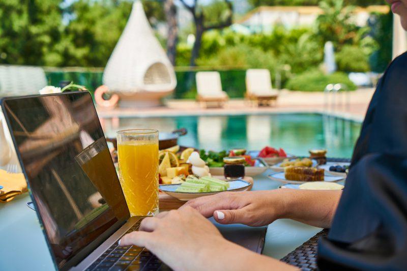 Internet do hotelu – jak zapewnić klientom stabilne łącze?